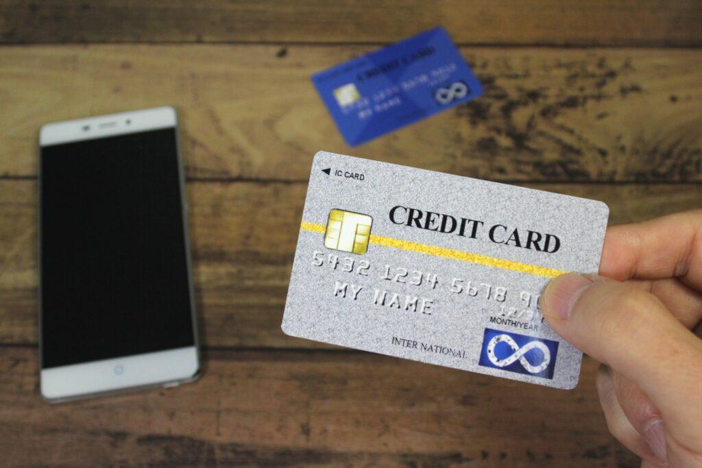 専業主婦がクレジットカードを作りたい時の注意点とお勧めのカードを教えます。